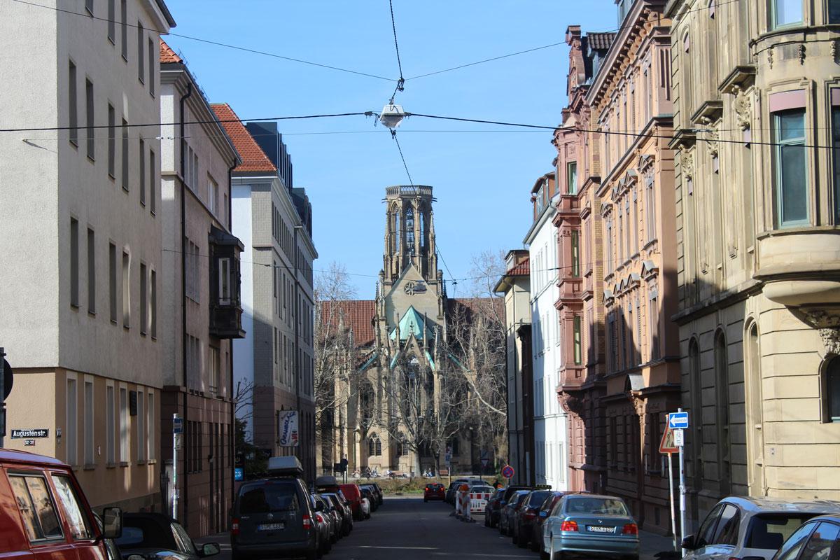 Hermannstraße und Feuerseekirche in Stuttgart